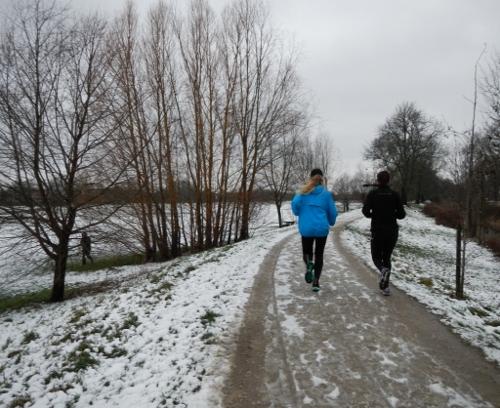 Løbet er startet. Her løbes langs Damhusengen.