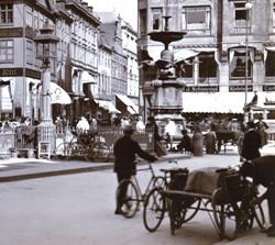 Cyklist ved Amagertorv, 1907 - Kilde: Københavns Stadsarkiv, Stadsingeniørens fotosamling.
