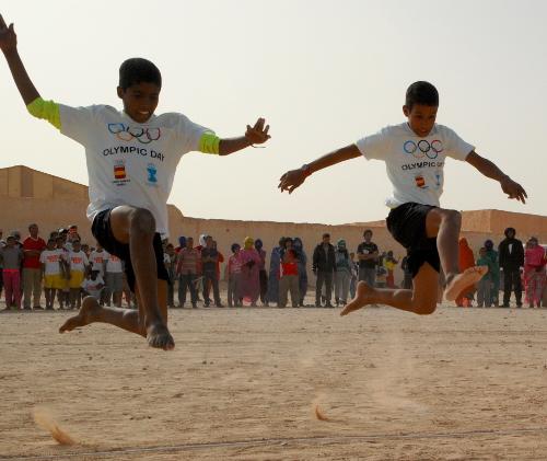 Idrætsdag for børnene i flygtningelejren Smara.