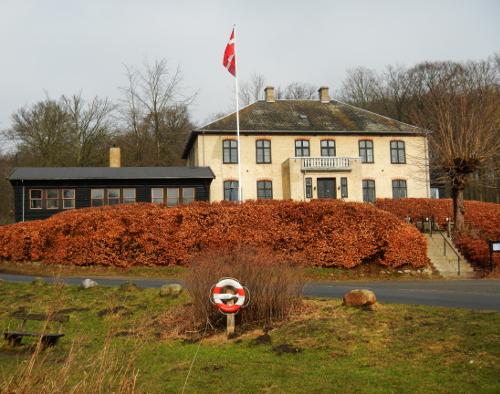 Raadvad Kro åbnede i 1930. Huset havde i en årrække fungeret som direktørbygning for Raadvad Knivfabrik, men havde tidligere huset et hotel.