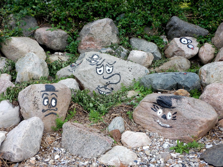 Sten på ansigter - påmalet