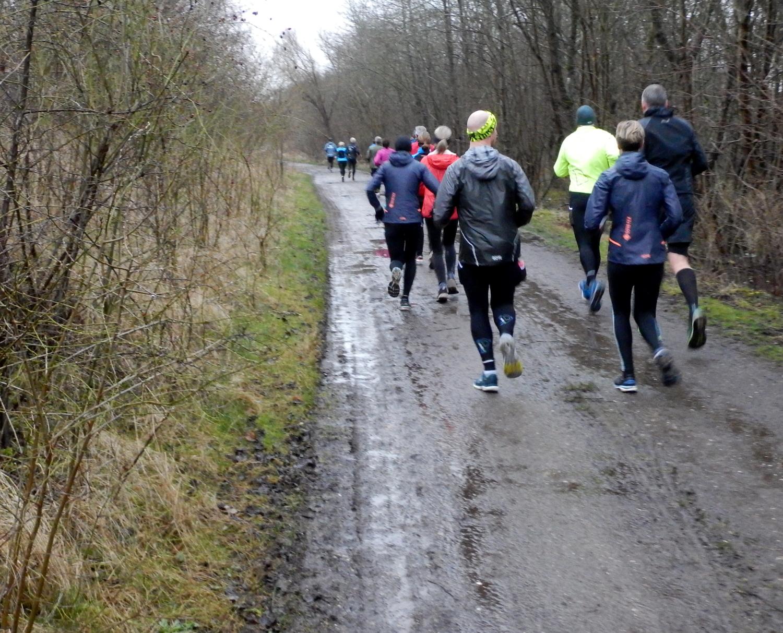 Løbere på en mudret vej