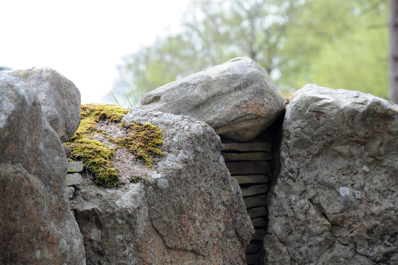 Stenvæg i gravkammer