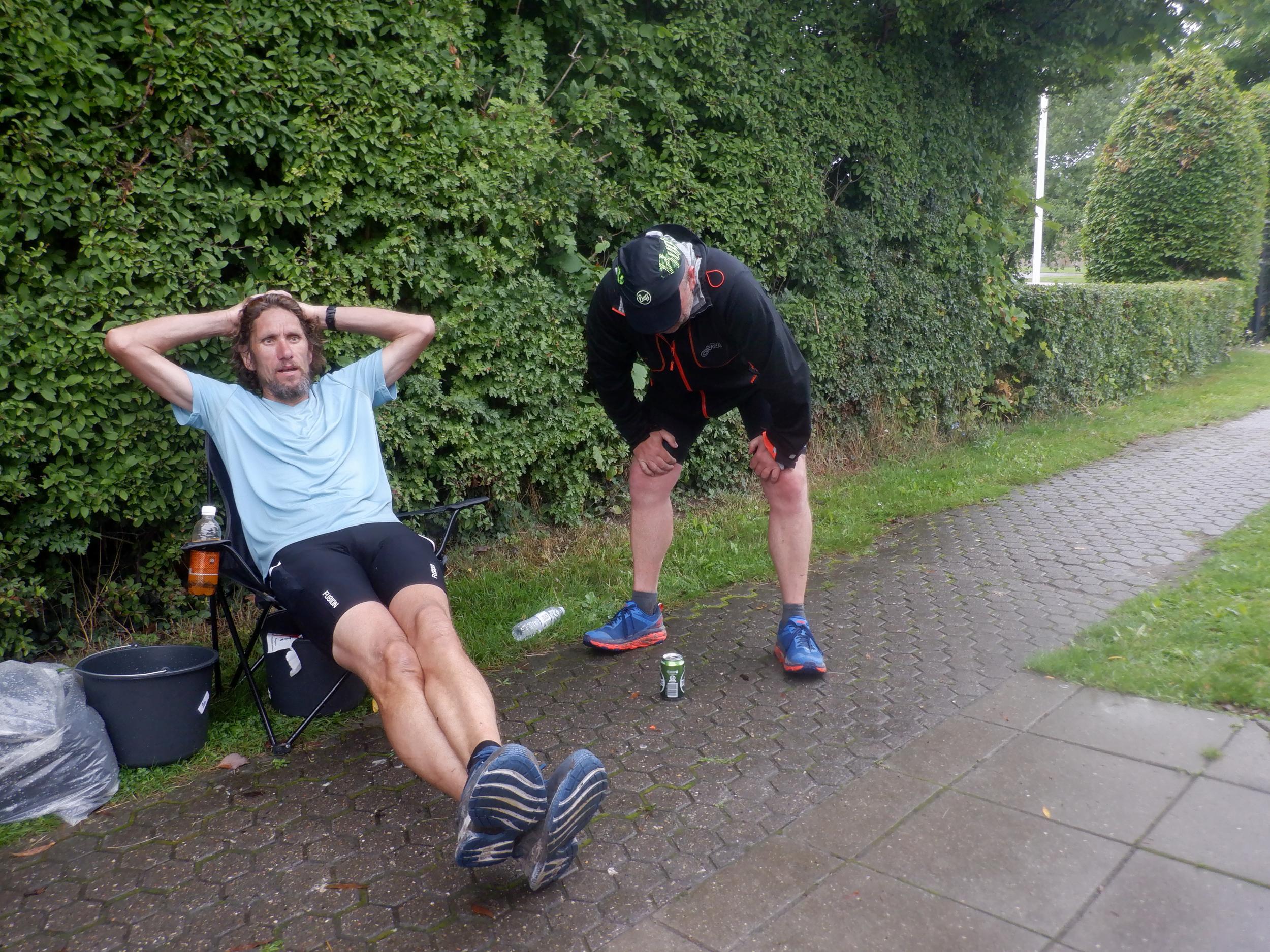 Løber hviler ud efter løb.